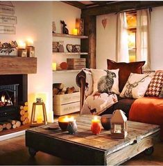 Simple ways to adjust your fall home decor whether you have a rustic, elegant or. Simple ways to adjust your fall home decor whether you have a rustic, elegant or minimalist home. Here& 5 easy ways to add cozy to your fall home decor. Cottage Living Rooms, Home Living Room, Living Room Designs, Woodland Living Room, Cosy Living Room Warm, Warm Colours Living Room, Cosy Living Room Decor, Country Living Room Rustic, Country Lounge