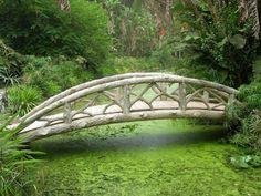 visitheworld:    Bridge in the midlle of Jardin d'Essai in Algiers, Algeria (by Reeboh).