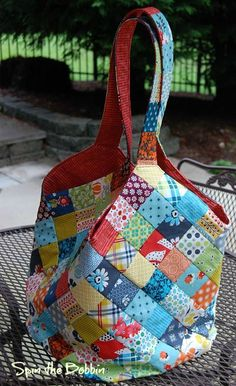 Over the weekend I made my first Mondo bag. What is a Mondo bag? It is a very large bag using printed interfacing from Quiltsmart and 208...