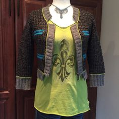 ADORABLE CROPPED JUNIORS SWEATER Gray & black cropped zip up cardigan with lime green and bright blue accent trim. Zipper pockets. 70%wool 30%acrylic Free People Sweaters Cardigans
