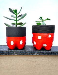 Diy Crafts Hacks, Diy Home Crafts, Creative Crafts, Painted Plant Pots, Painted Flower Pots, Plastic Bottle Crafts, Diy Bottle, Bottle Vase, Tin Can Crafts