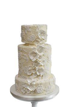 Elegant Floral Lace Cream Cake