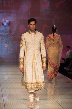 Tarun Tahiliani royal men's gold sherwani kurta. More here: http://www.indianweddingsite.com/bmw-india-bridal-fashion-week-ibfw-2014-tarun-tahiliani-show/