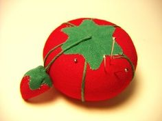 History of Tomato Pin Cushions. Metal pins are an invaluable tool for today's seamstress, and they were no less so for sewers throughout history. With pins came a variety of ways to store them, including boxes, cases and cushions. Vintage Sewing Notions, Vintage Sewing Machines, Sewing Spaces, Sewing Rooms, Diy Cushion, Sewing Pillows, Love Sewing, How To Make Pillows, Couture