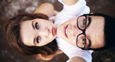 Parece que las selfies no pasarán de moda este año, pero para que tus fotos no sean todas exactamente igual, hoy te traemos algunas nuevas ideas. 1. Una selfie que cree una ilusión óptica. 2. Que salgas en tus gafas. 3. Donde lo que destaque sea tu postura y lo que llevas puesto en lugar […]