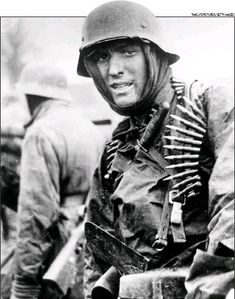 Captured photo shows German SS Panzer trooper geared for winter battle during the huge German counteroffensive known as the Battle of the Bulge Canadian Soldiers, German Soldiers Ww2, Ww2 Photos, History Photos, Joachim Peiper, North African Campaign, Flying Ace, Capture Photo, Fighter Pilot