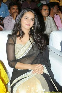 Anushka Shetty looks hot in the HD images captured at the audio event in the gorgeous Black saree. Anushka has seen to be traditional in the pics. Anushka Shetty Saree, Anushka Pics, Black Saree, Jacqueline Fernandez, Beautiful Bollywood Actress, Red Skirts, Blake Lively, Actress Photos, Hottest Photos
