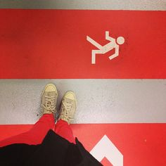 .@Christina Tschigor | R wie Rot auf Rot, ich unterwegs in Frankfurt #abcfee #rot #frankfurt