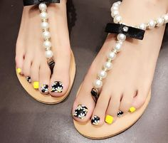 Explore trendy and classy, cute and elegant toe nails designs for summer and beach vacation. You will love our easy ideas. Pretty Toe Nails, Cute Toe Nails, Pretty Nail Art, Cute Acrylic Nails, Pretty Toes, Cute Toes, Pedicure Designs, Pedicure Nail Art, Toe Nail Designs