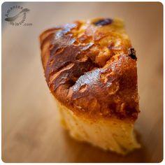 Existen muchísimas recetas de tortas de pan, pero la receta que traemos hoy es super fácil y rápida de hacer y lo más importante, es riquísima.