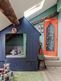 Boy room decor guide: Ensure that any workplace functional when you design a workplace. It is vital to obtain good lighting and comfortable furniture inside a work space. Indoor Playhouse, Playhouse Bed, Modern Playhouse, Deco Kids, Attic Renovation, Attic Remodel, Cozy Nook, Bed Nook, House Beds