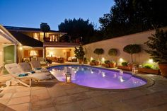 Le Bonheur in Constantia. This home comprises top of the range Tuscan style self-catering villa. Home from Home, large elegant six bedrooms sleeps 12 and optional unique and up market home is situated within the Picturesque, secure and peaceful green belt Tuscan Style, Cape Town, Weekend Getaways, Villa, Places, Outdoor Decor, Cabo, Grande, Tips