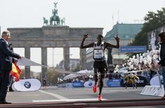 Dennis Kimetto sets world record at Berlin Marathon.