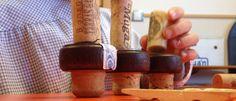 Aprovechando los recursos del entorno | Alaya Difundiendo Infancia En una época caracterizada por el consumo, donde si algo se estropea se tira a la basura y se compra otro, el gusto por reutilizar materiales en el aula suena hasta raro. En este artículo trato de explicar por qué y para qué mi aula parece un basurero (como comentan algunas compañeras en el colegio) o un centro de reciclado