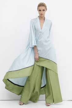 Chado Ralph Rucci Resort 2013 The collection struck a fine balance between sporty and Rucci's signature glamour. Abaya Fashion, Muslim Fashion, Modest Fashion, Fashion Dresses, Look Fashion, Fashion News, Womens Fashion, Fashion Design, Fashion Trends