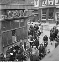 gruyter Zwarte handel in de Haarlemmerstraat, Amsterdam (1944-1945)