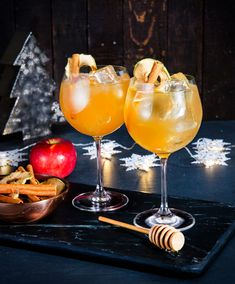 Christmas punch with rum, cider and cinnamon Sangria Cocktail, Cocktail Recipes, Cocktails, Christmas Trends, Christmas Recipes, Christmas Punch, Cooking Time, Rum, Milkshakes