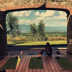Afternoon hangs on the Tuscan fitness yoga deck! Thanks to @annabelcomerford for sharing!  #tuscany #yoga #yogaroom #yogadeck #yogaeverywhere#yogaeverydamnday #tuscanygram #italyyoga #italyyogaretreat