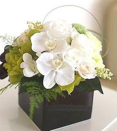 Flower Bouquet Boxes, Flower Box Gift, Table Flowers, Paper Flowers, Small Flower Arrangements, Small Flowers, Deco Floral, Floral Design, Artificial Orchids