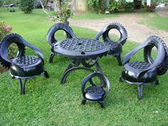 We relatively often change cars tires, and today we present you an ideas for recycling tyres in the garden. Rather than to discard old tires, we'll help nature, but also with recycling we will make this old and scrap tires to become useful. Tire Furniture, Recycled Furniture, Garden Furniture, Furniture Ideas, Furniture Design, Handmade Furniture, Tire Craft, Reuse Old Tires, Recycled Tires