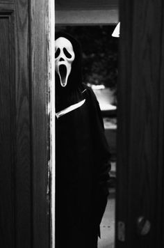 Jackson as the voice of Ghostface in Scream Scream 2 Sc… Roger L. Jackson as the voice of Ghostface in Scream Scream 2 Scream 3 Scream 4 Slasher Movies, Horror Movie Characters, Horror Icons, Horror Art, Scary Movies, Great Movies, Ghostface Scream, Scream Movie, Scream 3