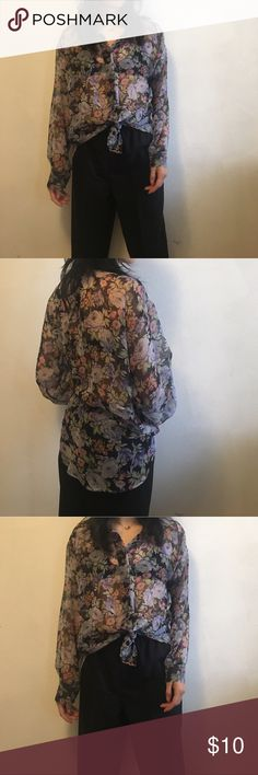 Vintage Floral Print Blouse Sooo cute tied up and paired with some trousers for Sunday strolls! Brand unknown best fit xs/s/m has missing button 2nd to last one Vintage Tops Button Down Shirts