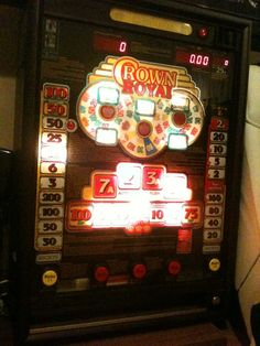 Crown Royal Spielautomat  Der Spielautomat ist voll funktionsfähig und sieht toll aus :) Euro münzen einwurf , schlüssel und bedienungsanleitung Lohnt sich ;)