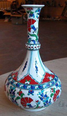 Blue Pottery, Pottery Vase, Ceramic Pottery, Turkish Tiles, Turkish Art, Ceramic Painting, Ceramic Vase, Arabesque Pattern, Turkish Design
