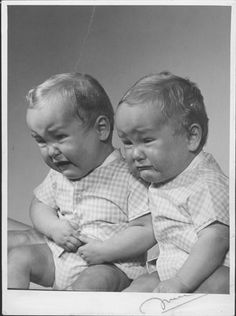 Awwww they are sooo cute and I couldn't help but laugh at those expressions Vintage Children Photos, Vintage Twins, Vintage Photos, Cute Twins, Cute Babies, Beautiful Children, Beautiful Babies, Identical Twins, Triplets