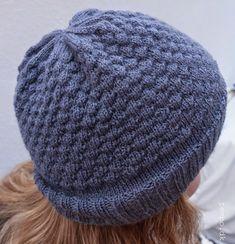 Opskrift på strikket hue med boblemønster Knitting Stitches, Knitted Hats, Winter Hats, Diy Crafts, Inspiration, Clothes, Beanies, Vest, Letters