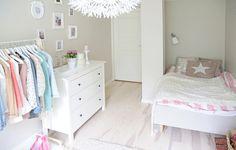 bed room,dresser