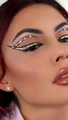 White Eyeliner Makeup, White Eyeliner Looks, Black Makeup Looks, Silver Glitter Eye Makeup, Black And White Makeup, Sparkle Makeup, Gold Eyeliner, Metallic Eyeshadow, Cut Crease Makeup