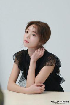 [채수빈] NEW 프로필 촬영 비하인드 with 마타♡ : 네이버 포스트 Korean Actresses, Korean Actors, Actors & Actresses, Chae Soobin, The Man Who Laughs, Blind Girl, Best Photo Poses, Korean Model, Korean Lady