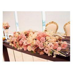 . . 今の時期にぴったり♡ Xmasのキラキラとした ロマンティックな雰囲気のアンティーク装花! . ポイントに松ぼっくりを入れて... 実は松ぼっくりには、花言葉が! 「永遠の若さ」「勇敢」「不老長寿」「向上心」 と言う意味があります! 結婚式にぴったりの縁起のいい植物です♪ . #flowerwalkpopo #富山県 #結婚式 #ウェディング #結婚式準備 #プレ花嫁 #花嫁準備 #結婚式準備 #オリジナルウェディング #テーマウェディング #キャナルサイドララシャンス #ララシャンス #メインテーブル #メイン装花 #高砂 #アンティーク #花屋 #花 #ブライダル #wedding #weddingflowers #bride #bridalflowers #bridal #instflower #flowerstagram #flowerpic