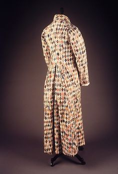 to those dissenters , what's not to Love? Patchwork Dressing Gown, tiny hand worked stitches of roller pattern prints, The Met. Retro Outfits, Vintage Outfits, Historical Clothing, Men's Clothing, Retro Clothing, Costume Collection, Western Outfits, Night Gown, Vintage Dresses