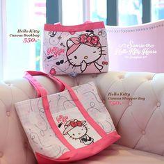ปีใหม่นี้ พี่คิตตี้มีกระเป๋ามาเอาใจสาวๆกันอีกแล้วค่ะ กระเป๋าผ้าแคนวาสดีไซน์ใหม่ ไม่ซ้ำใคร ลิขสิทธิ์แท้จาก Sanrio Hello Kitty House Bangkok  มีมาให้เพื่อนๆได้จับจอง 2 แบบด้วยกันค่ะ  Hello Kitty Canvas Bookbag ราคา 550.-      ขนาด 32 x 27 x 11 cm. Hello Kitty Canvas Shopper Bag ราคา 750.-      ขนาด 43 x 33 x 13 cm.     sanrio hello kitty house bangkok sq    รีบๆมาสั่งก่อนหยุดยาวนะคะ #arts #crafts #appliance #hobbies #shopping #online