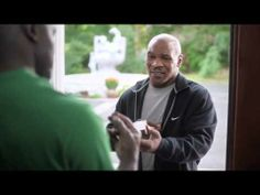 Mike Tyson ii returneaza urechea lui Evander Holyfield, intr-un spot pentru Foot Locker :))