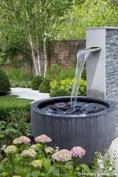 I love the simplicity of this design #gardenfountainsmodern