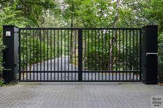 Steel Gate Design, Front Gate Design, Main Gate Design, Door Gate Design, House Gate Design, 2bhk House Plan, Iron Garden Gates, Modern Fence Design, Driveway Entrance