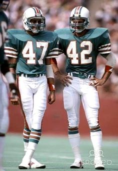 Not sure who these players are by name but they both strike an at ease pose with confidence as they prepare for the next play in an NFL football game. I love football and these guys look so cool! 1972 Miami Dolphins, Dolphins Cheerleaders, Nfl Miami Dolphins, Football Cheerleaders, Nfl Football Players, Football Helmets, Nfl Sports, Sports Baseball, Sports Stars