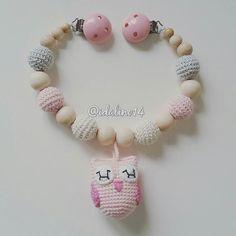 Kinderwagenkette Eule für @kleines.roemchen  pram chain  my own pattern  #diy #häkelnisttoll #häkeln #baby #schwanger #babygeschenk #amigurumi #mommytobe #momtobe #pregnant #babygirl #babyboy #craftastherapy #crochet #crochetlove #crochetaddict #idalinocrochet #babygift #instamum #instababy #instacrochet #babybump  #crochetinspiration #owl #eule #schnullerkette #nothinglikeanickemade #kinderwagenkette #virka #haken by idalino14