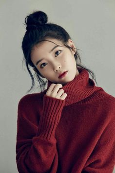 While the K-pop industry has a slew of girl groups garnering popularity with their dance moves, attention-grabbing melodies and charming looks, there are also a number of talented female sol. Korean Beauty, Asian Beauty, Korean Girl, Asian Girl, Korean Idols, Asian Woman, Pretty People, Beautiful People, Luxy Hair