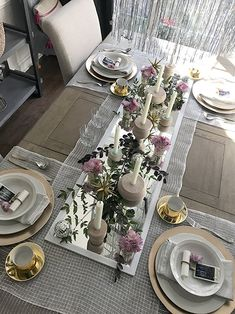 affordable wall mirror as a table runner, decorative mesh as placemats, centerpiece