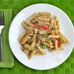 Chicken al Diavlo Penne - creamy pesto pasta with a spicy kick Big Meals, Easy Meals, Pasta Recipes, Dinner Recipes, Dinner Ideas, Creamy Pesto Pasta, Lotsa Pasta, Pasta Dinners, Dinner Is Served