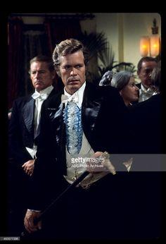 """COSTA - """"Molho para o ganso"""" - Airdate: 20 de outubro de 1975. (Foto por ABC Photo Archives / ABC via Getty Images) DOUG"""