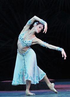 Mariinsky Ballet - La Bayadere Act I   Royal Opera House - August 2011 ...Uliana Lopatkina