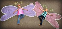 Butterfly wings 🙂 ideas for summer photograph… Creative kids sidewalk chalk art! Butterfly wings :] ideas for summer photography. Chalk Photography, Summer Photography, Creative Photography, Children Photography, Summer Fun For Kids, Art For Kids, Chalk Pictures, Foto Fun, Photos Originales