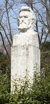 Székely Bertalan: a XIX. századi magyar festészet kulcsfigurája - Sírja Szadán a régi református temetőben