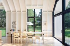 Modern Cottage Dining Room Design by YH2 architects | DPAGES