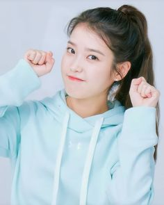 Girl Photo Poses, Girl Photos, Cute Korean Girl, Asian Girl, Iu Twitter, Iu Hair, Art Style Challenge, Alone Girl, Instagram Pose